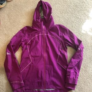 Lululemon women size 8 rain jacket